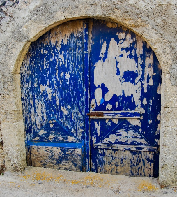 alozianika-blue-door-3