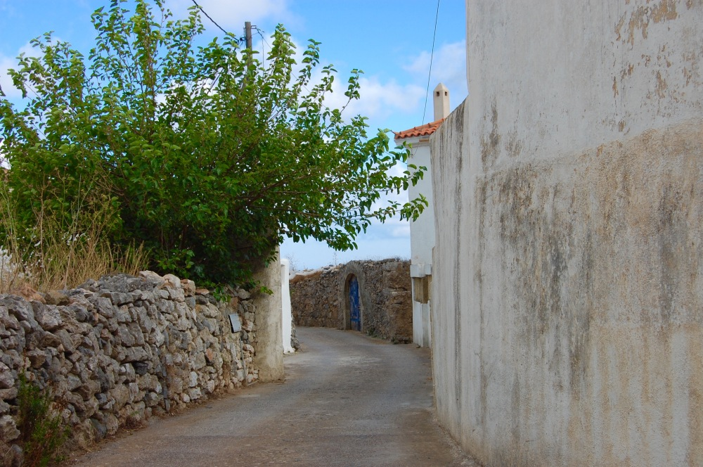 alozianika-narrow-road-1