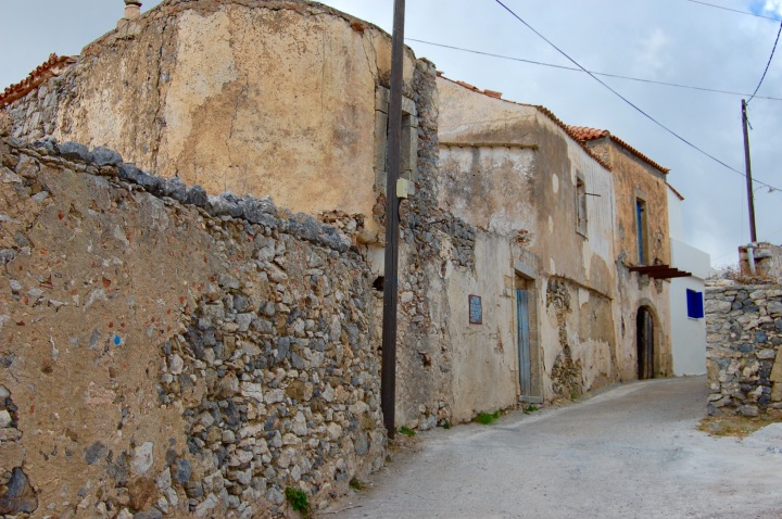 alozianika-narrow-road-2