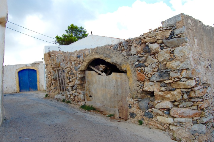 alozianika-narrow-road-4