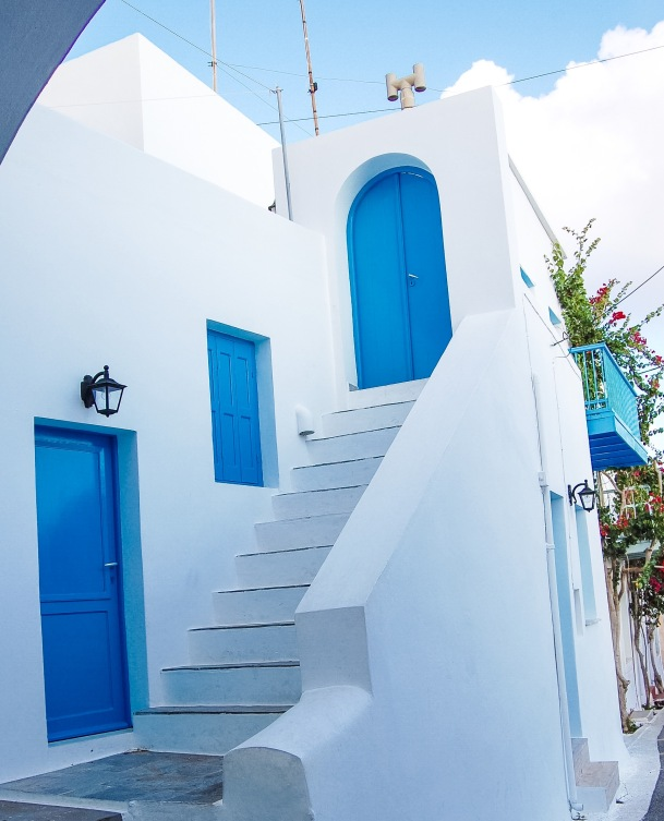 chora-kythera-white-house-blue-doors-f