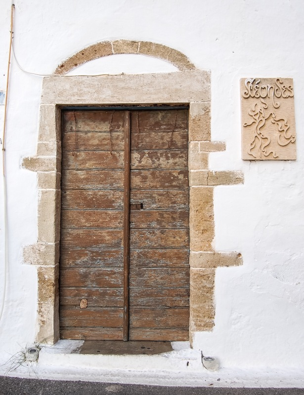 chora-kythera-wooden-door-2f