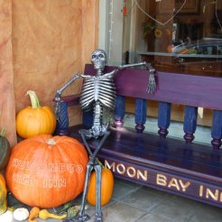 half-moon-bay-halloween-decor