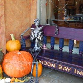 half-moon-bay-halloween-decor