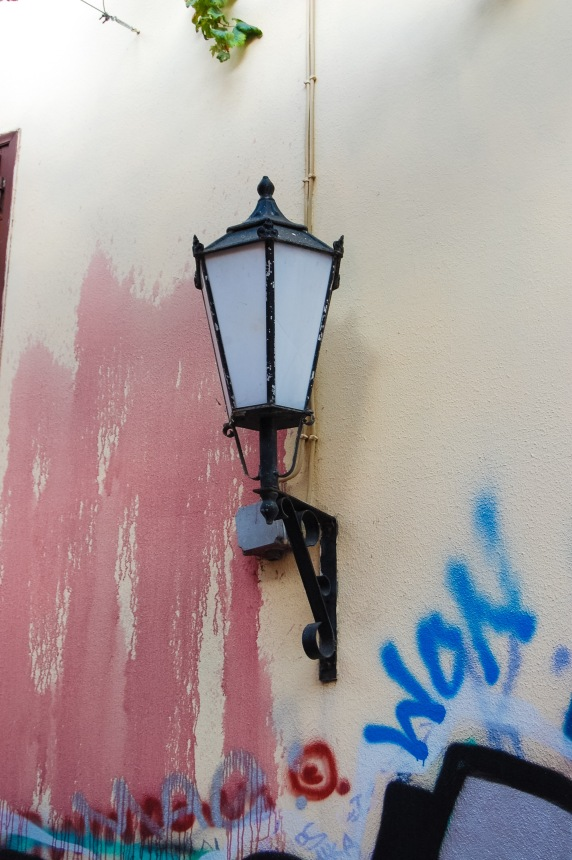 plaka-oddball-lantern