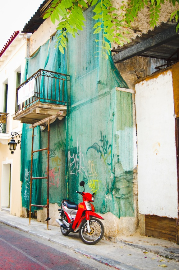 plaka-oddball-red-motorcycle