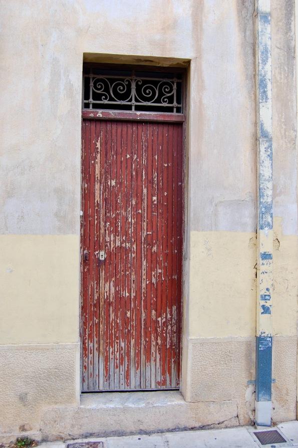 plaka-red-door-4
