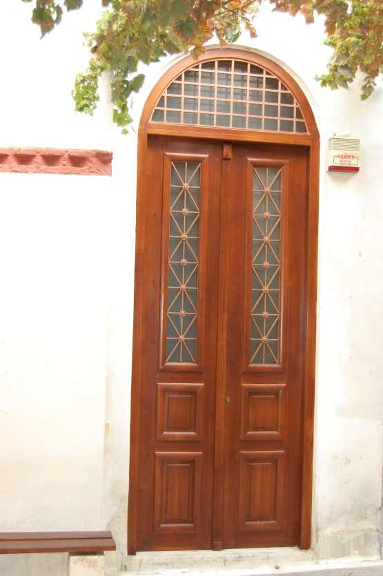 plaka-stained-door-1