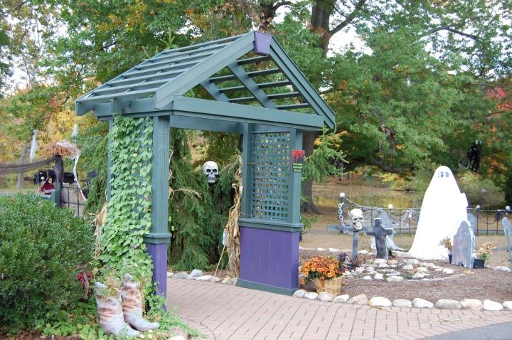 pond-house-cafe-skeletons-3