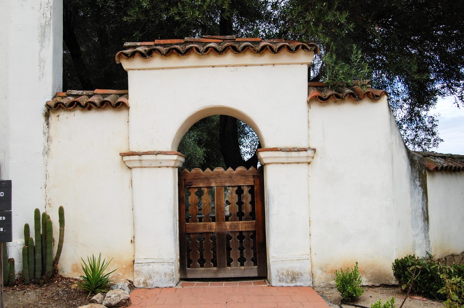 san-juan-bautista-gate-to-cemetary