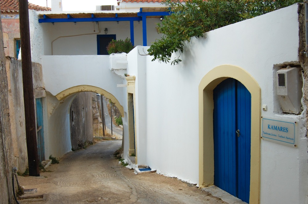 aroniadika-blue-door-2