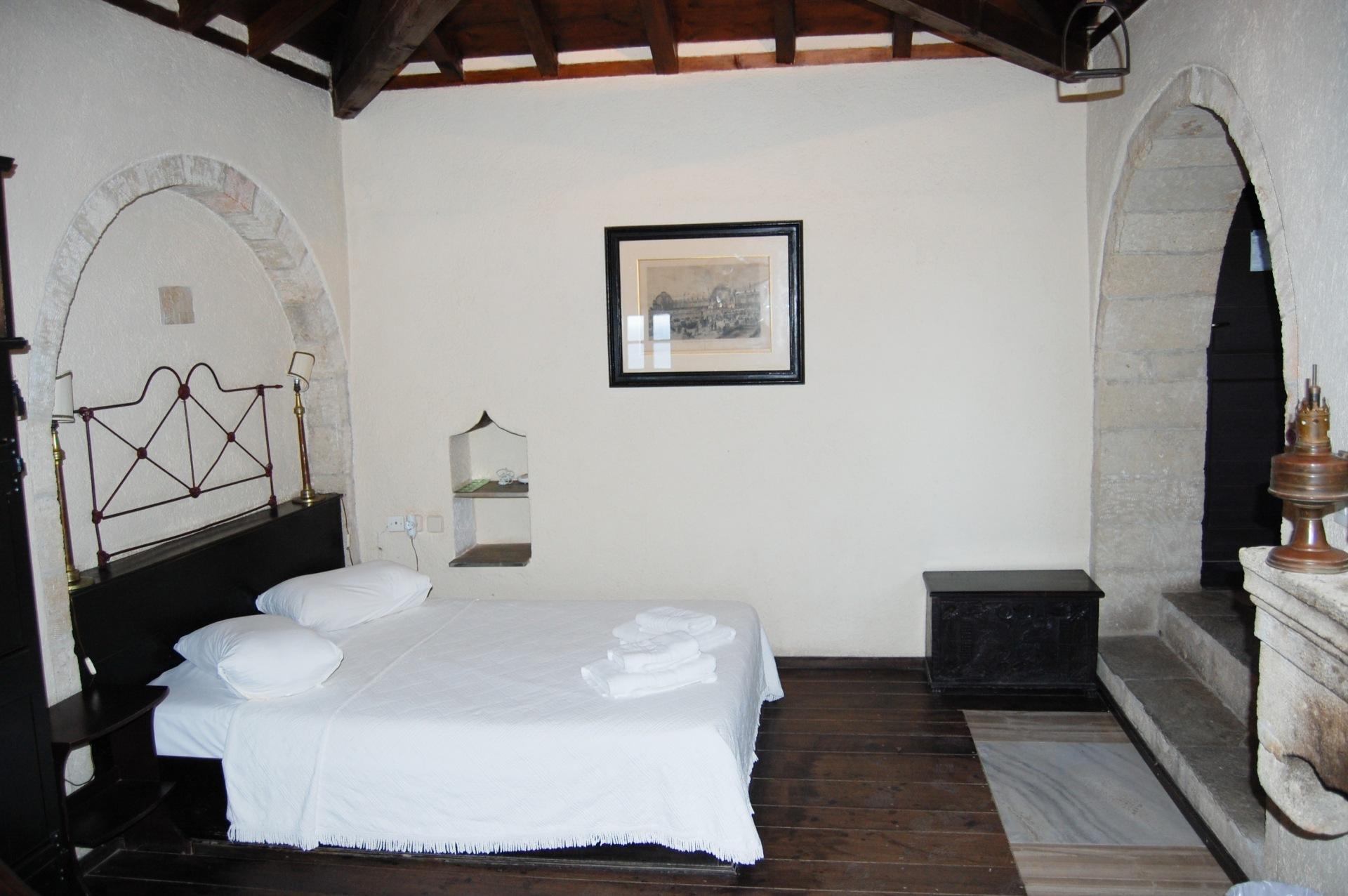 byzantino-hotel-bedroom_edited