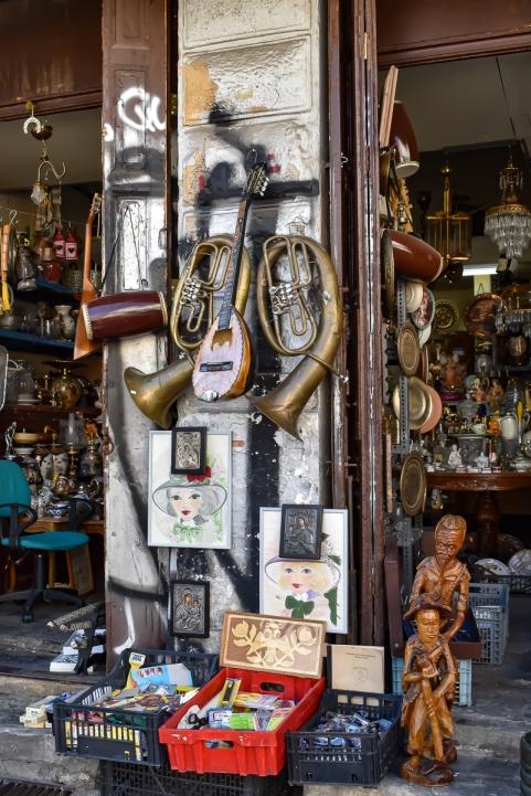 The shop above Diporto.