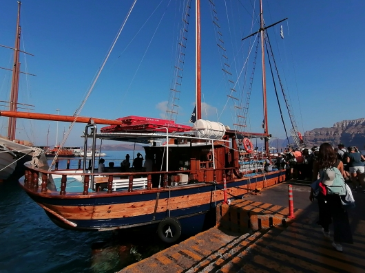 Santorini - Tour Boat